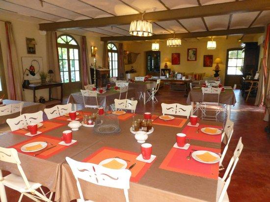 Domaine des Clos: Guest dining room