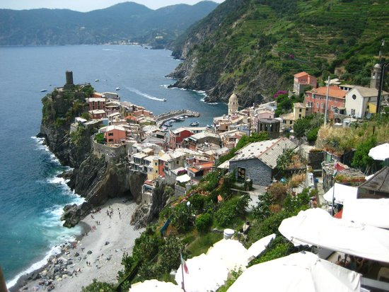 Walkabout Florence Tours: trail walk approaching Vernazza