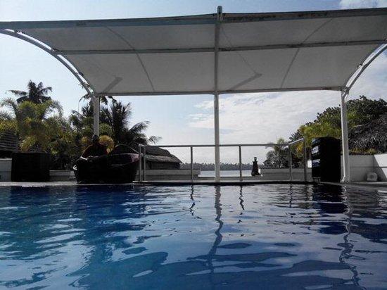 Club Mahindra Cherai Beach : Pool with Backwaters view