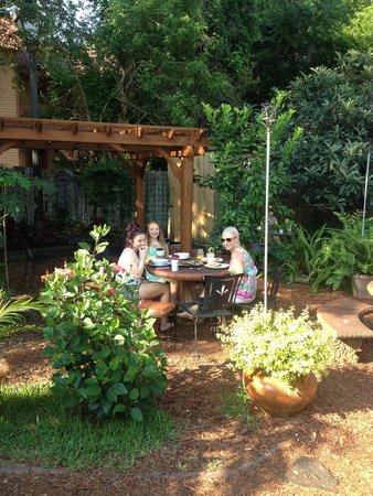The Gourmet Hut: Enchanted breakfast!