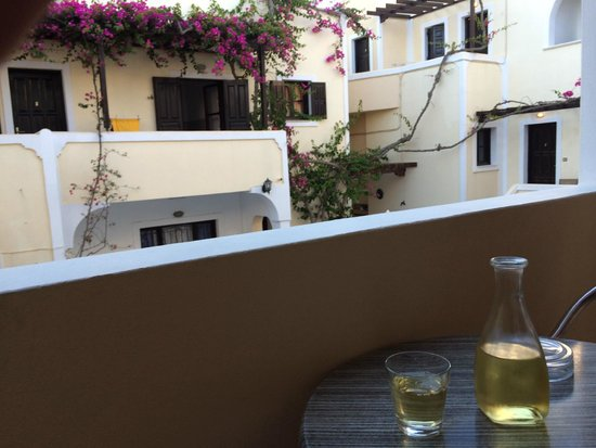 Antonia Hotel Santorini : Loved the wine -- thanks, Lefteris!