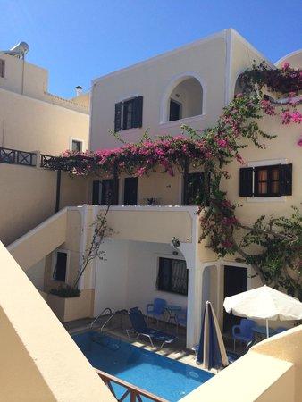 Antonia Hotel Santorini: Pool area
