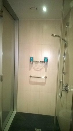 Aloft London Excel : Shower-  adjustable for height and spray!