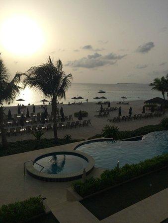Beachcomber Grand Cayman: Unit 6 balcony view at sunset