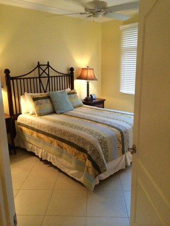 Beachcomber Grand Cayman: Unit 6 Bedroom