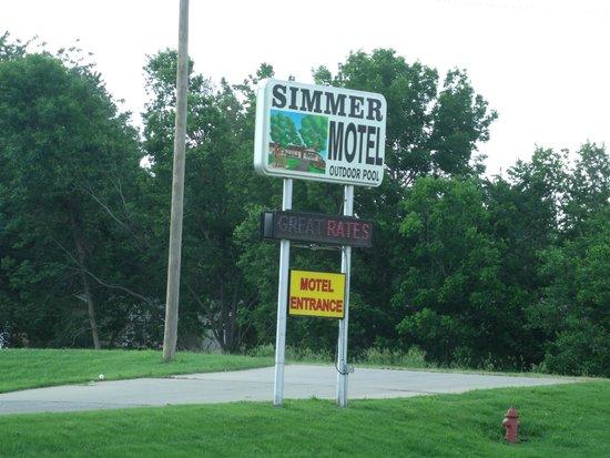 Wamego KS SImmer Motel Sign