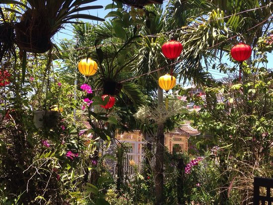 The Hoi An Orchid Garden Villas: Beautiful garden adorned with traditional lanterns.