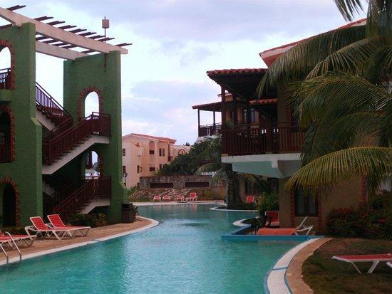 Hotel Colonial Cayo Coco : Vue sur la piscine d'eau salée