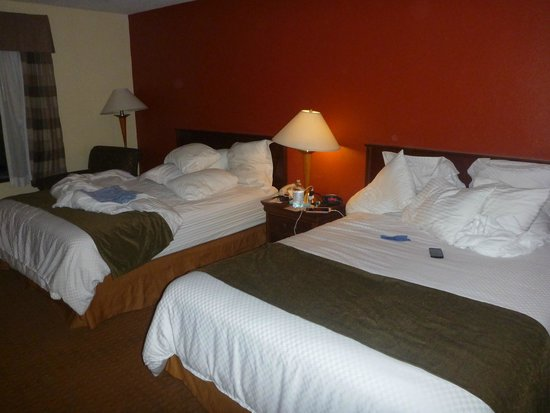 BEST WESTERN PLUS Hotel & Conference Center: beds