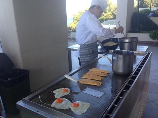 Fantasia Hotel De Luxe Kusadasi: omelettes in the morning!