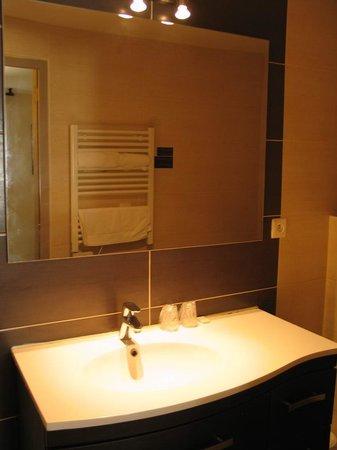 Hotel Le Medieval : Aiguës-Mortes, Hôtel Le Médiéval - bathroom