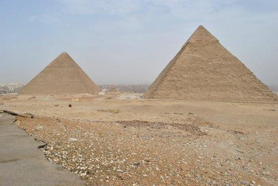 Keops Pyramid: at Cheope Pyramids panoramic view all around