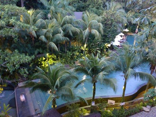 Siloso Beach Resort Sentosa: Бассейн, очень большой, чистый, с горками.