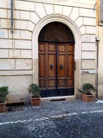 Residenza Maritti: Front doorway