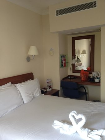 Airport Inn Gatwick: Bedroom
