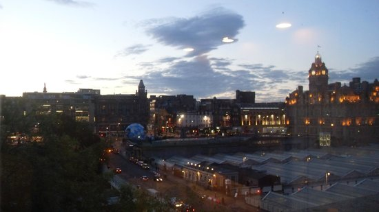 Motel One Edinburgh-Royal : our view from Room 714
