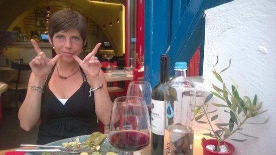 Olla Mykonos: Good times!