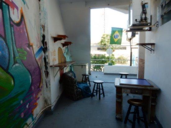 Hostel Amazonas: Side section of common area