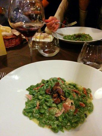 Osteria la Contrada: Gnocchetti tirolesi con tartufo nero.. Gnam!