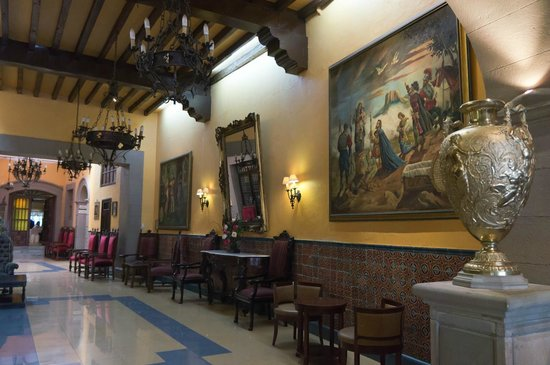 Posada Santa Fe: коридор от входа до reseption