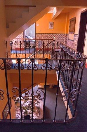 Posada Santa Fe: лестница на 2-й этаж
