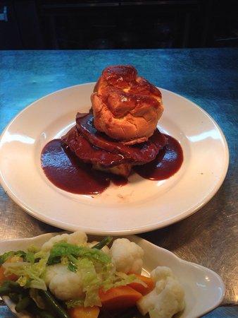 Fat Olive Wigan: Sunday Roast. Yum yum ��