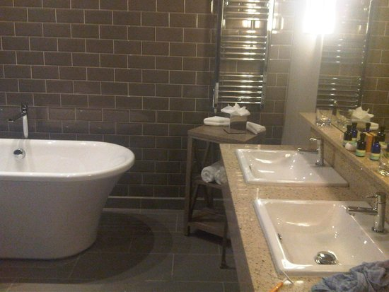 Great bathroom picture of titanic hotel liverpool for Bathrooms liverpool