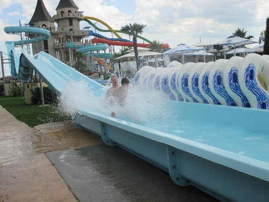 Aqua Paradise: Slide with an uphill