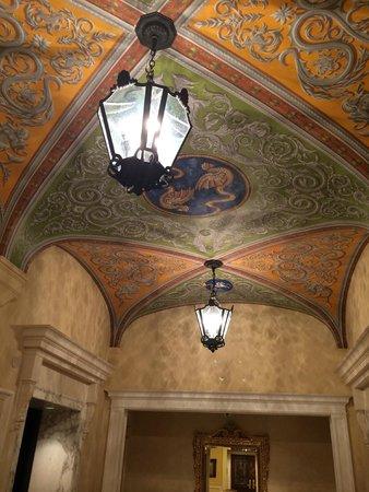 Tokyo DisneySea Hotel MiraCosta: lobby ceiling detail