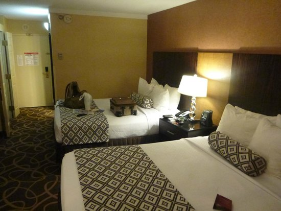 Crowne Plaza Newark Airport : beds