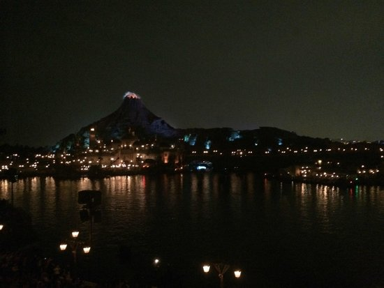 Tokyo DisneySea Hotel MiraCosta: View from Porto Paradiso side harbour view room of mountain