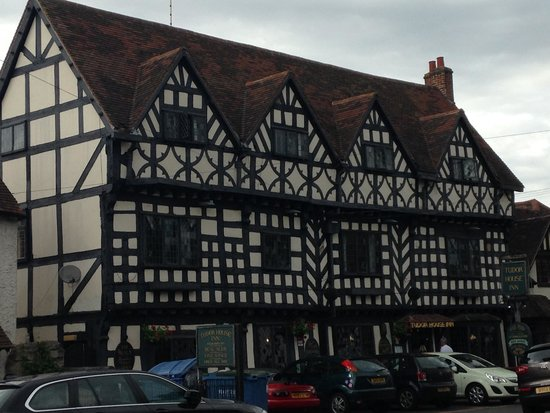 The Tudor House: Lovely charming front