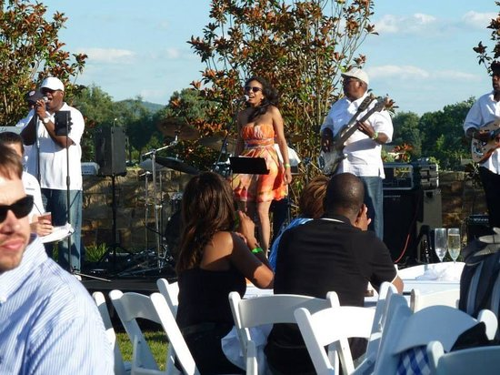 Salamander Resort & Spa: Live band who played great music all night!