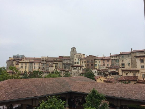 Tokyo DisneySea Hotel MiraCosta: Exterior Tuscany side view from Monorail station
