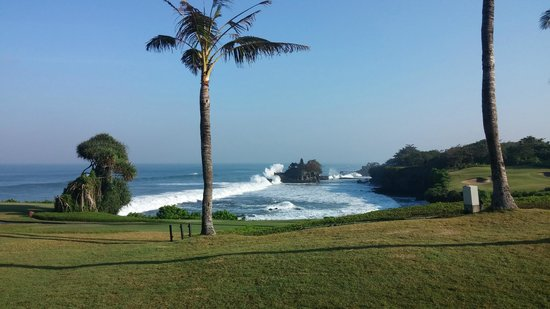 Pan Pacific Nirwana Bali Resort: View of Tanah Lot temple from resort