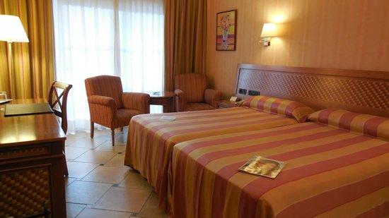 Cordial Mogán Playa: Standard bedroom view 1