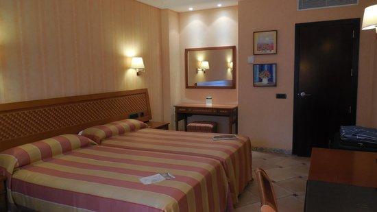 Cordial Mogan Playa: Standard bedroom view 2