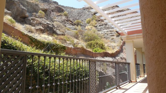 Cordial Mogan Playa: Walkway top floor block B