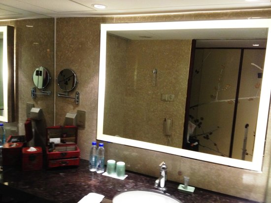 China Hotel, A Marriott Hotel, Guangzhou: Bathroom