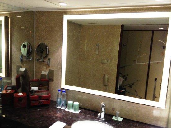 China Hotel, A Marriott Hotel, Guangzhou : Bathroom