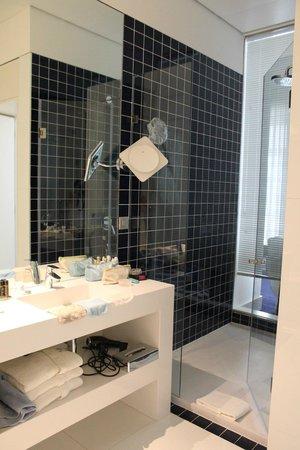 Hotel Portugal: ruime badkamer