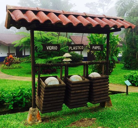 Villa Blanca Cloud Forest Hotel and Nature Reserve: Green Hotel = Recycle!