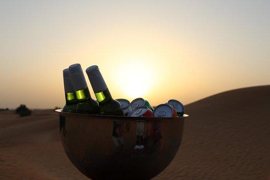 Al Maha, A Luxury Collection Desert Resort & Spa: Sundowner drinks with a desert sunset