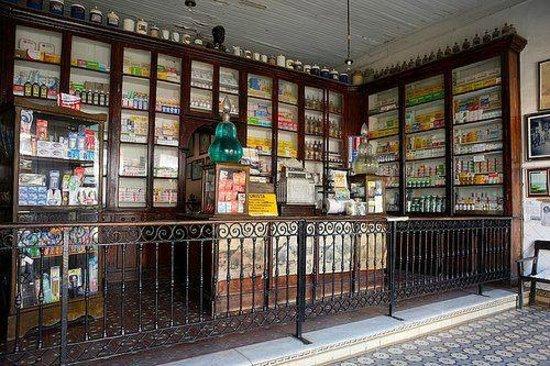 Bananal: Farmácia que conserva até hoje o estilo antigo.