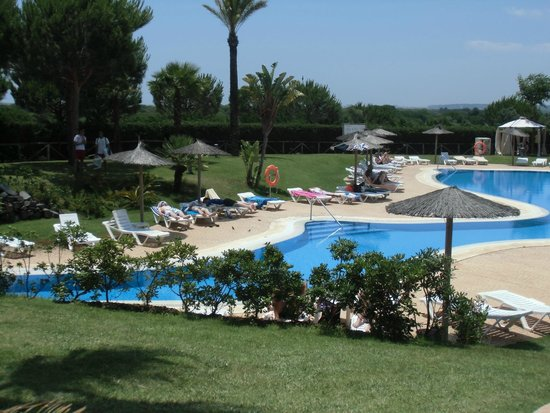 Precise Resort El Rompido - The Apartments : la piscine du côté espagnol