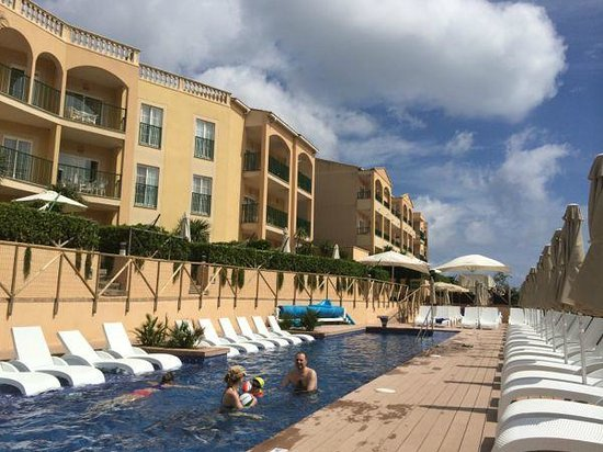Viva Cala Mesquida Resort & Spa: The chill out pool