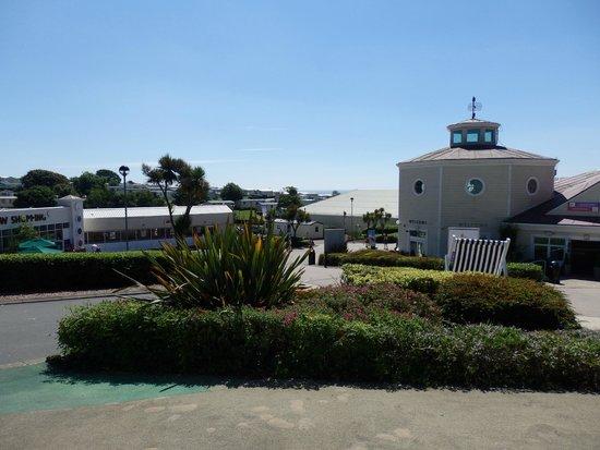 Devon Cliffs Holiday Park - Haven: Centre of the site - Shop, Entertainment Suite