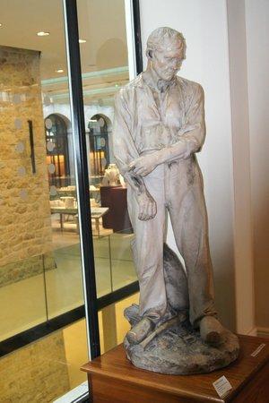 Musée National Adrien Dubouche : Statuette