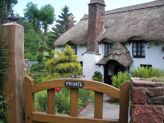 Cockington Country Park: Private house