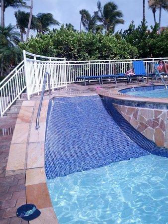 Tamarijn Aruba All Inclusive: Water slide (web site doesn't show it)